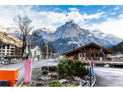 Zlatý alpský okruh v srdci ©výcarska