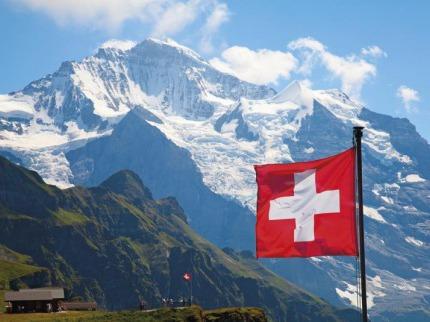 Barevnými vláčky a lanovkami  na pět slavných švýcarských vrcholů